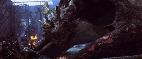 No filme Reino de Fogo, o protagonista atira flechas flamejantes na garganta do dragão para exterminá-lo.